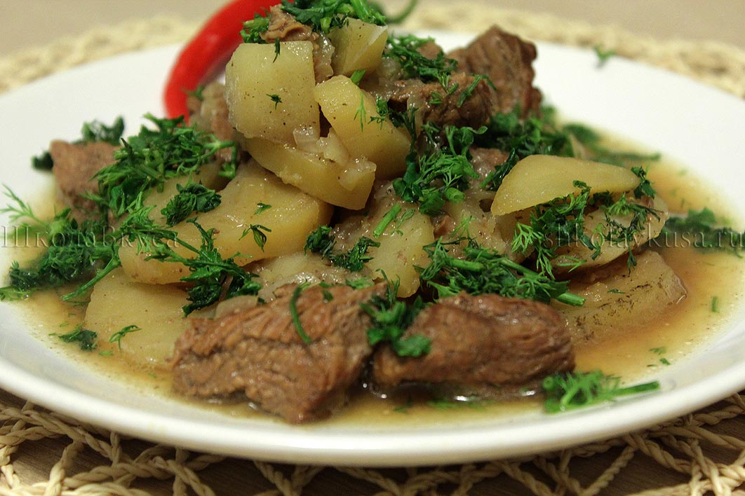 Картофель тушеный с говядиной мясом